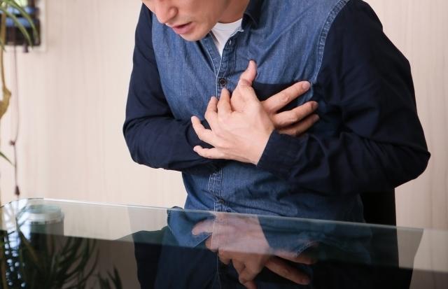胸焼け・逆流性食道炎とは